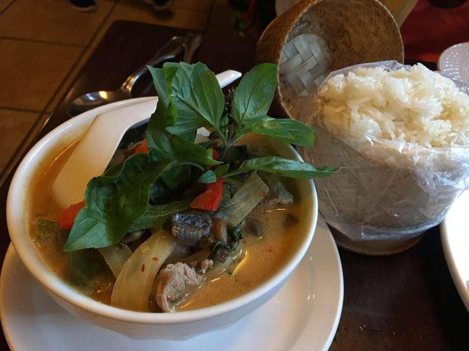 Red Curry with Beef $13.00