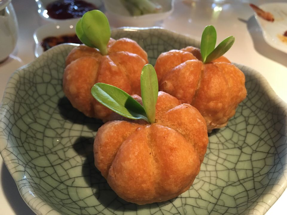 Roasted duck pumpkin puff (通常8ドル)
