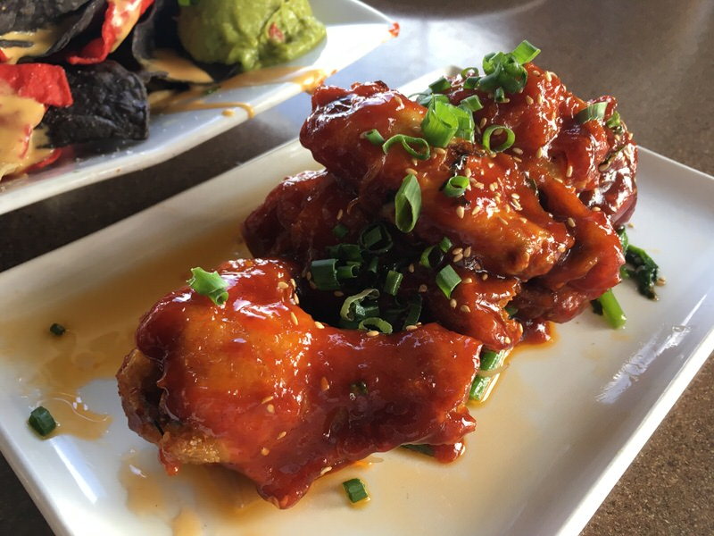 KOREAN FRIED CHICKEN WINGS 6ドル